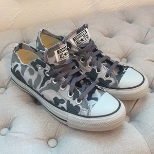 Grey camo low top converse